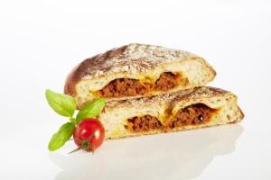 Brotprinz Ciabatta-Snack mit mit mediterraner Hackfleisch-Füllung